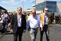 Chase Carey, Formel-1-Chef, Luca Colajanni, Formel-1-Kommunikationschef, Sean Bratches, Formel-1-Marketingchef