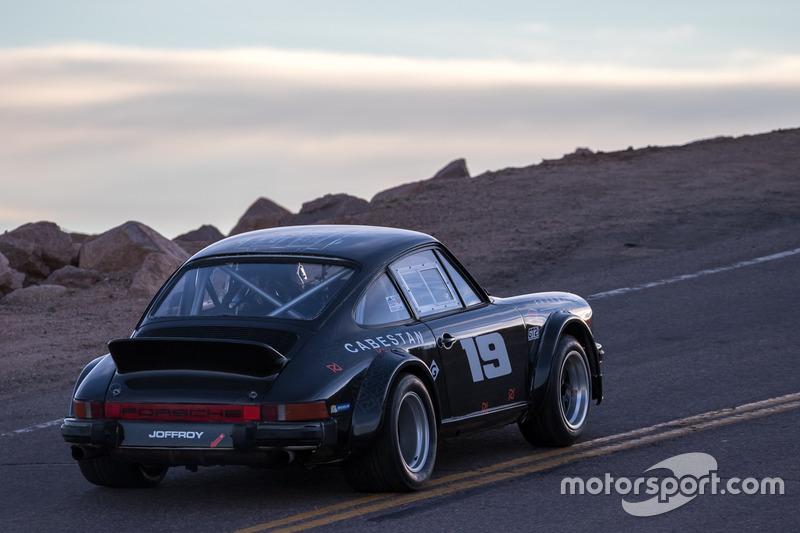 #19 Porsche 911 SC 3.0l Gr4: Лорі Мені