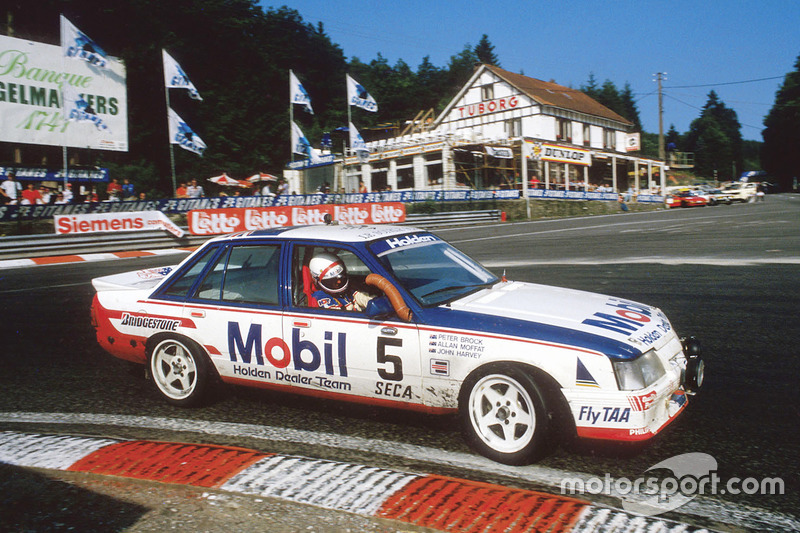 Mobil и Peter Brock/Holden