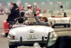 Mika Hakkinen, McLaren waves to the fans