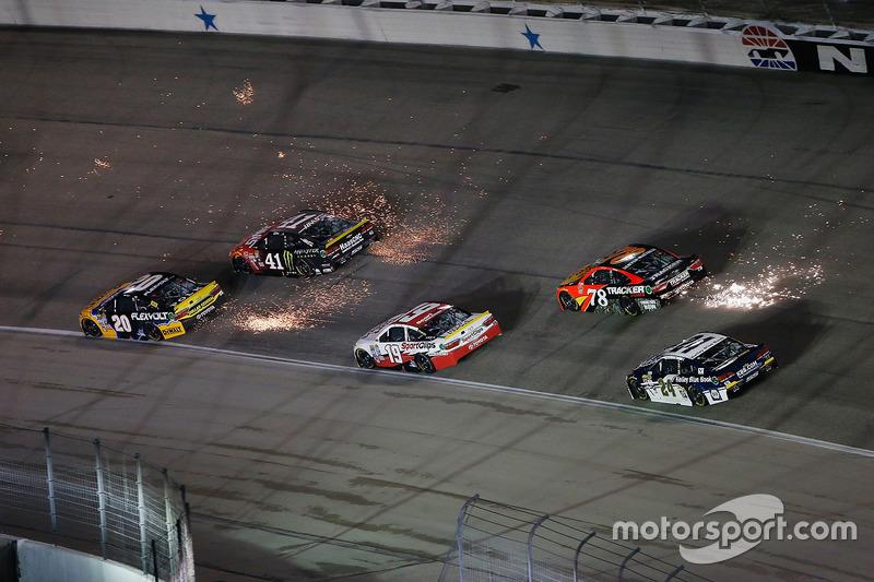 NASCAR, Форт-Верт 2016: Метт Кенсет, Курт Буш та Мартін Труекс мол.