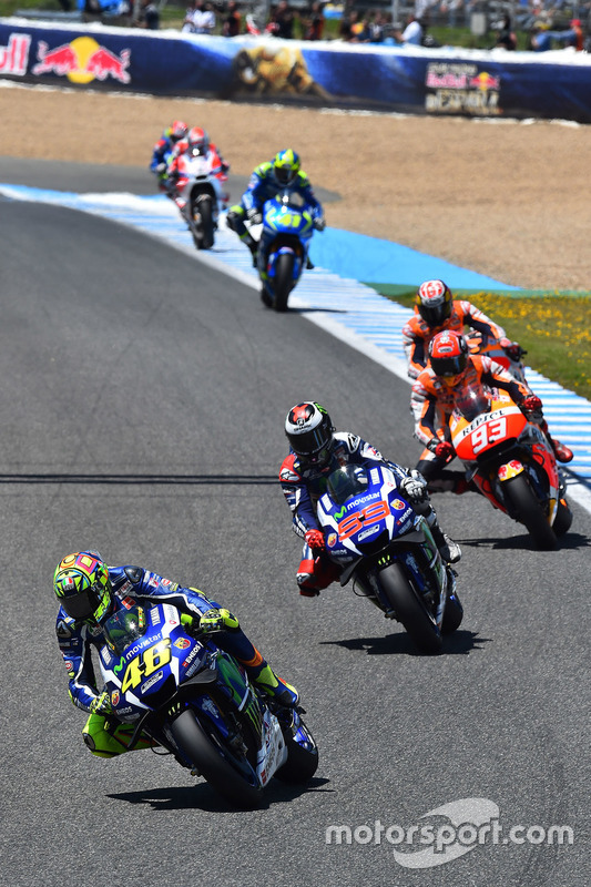 Start: Valentino Rossi, Yamaha Factory Racing, führt