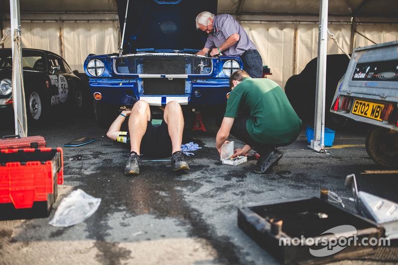 Un mécanicien au travail