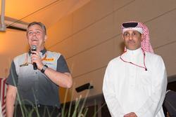 Shaikh Salman bin Isa Al Khalifa, Bahrain International Circuit CEO ve Mario Isola, Pirelli Spor Direktörü