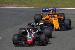 Romain Grosjean, Haas F1 Team VF-18 Ferrari, leads Fernando Alonso, McLaren MCL33 Renault