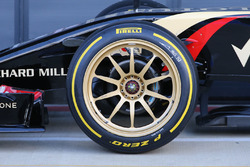 The 18 inch wheels on the Lotus E22
