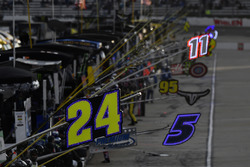 Chase Elliott, Hendrick Motorsports Chevrolet pit sign