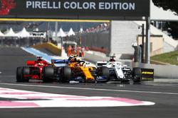 Stoffel Vandoorne, McLaren MCL33, Marcus Ericsson, Sauber C37, Sebastian Vettel, Ferrari SF71H