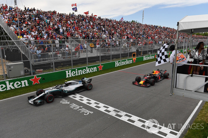 Valtteri Bottas, Mercedes-AMG F1 W09 and Max Verstappen, Red Bull Racing RB14 take the chequered flag waved by Winnnie Harlow (CDN)