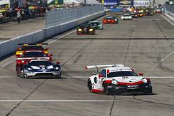 #911 Porsche Team North America Porsche 911 RSR, GTLM: Патрік Пілет, Нік Тенді, Фредерік Маковєцкі