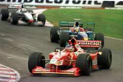 Jacques Villeneuve, Williams, leads Jean Alesi, Sauber, and David Coultard, McLaren Mercedes