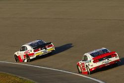 Cole Custer, Stewart-Haas Racing Ford and Sam Hornish Jr., Team Penske Ford