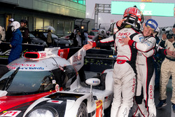 I vincitori della gara #8 Toyota Gazoo Racing Toyota TS050 Hybrid: Anthony Davidson, Kazuki Nakajima