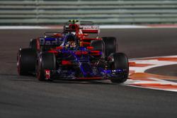 Brendon Hartley, Scuderia Toro Rosso STR12, Kimi Raikkonen, Ferrari SF70H