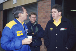 Rory Bryne talks with Ross Brawn, Benetton