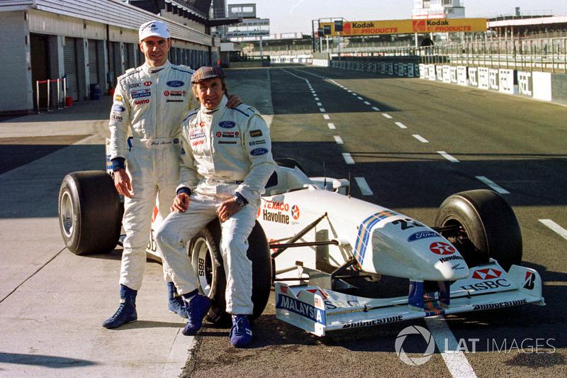 Jackie Stewart y Paul Stewart con el Stewart Grand Prix Ford SF-1 (1997)