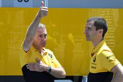 Bob Bell, Renault Sport F1 Team ve Remi Taffin, Head of Renault Sport F1 Pist Operasyonları Şefi