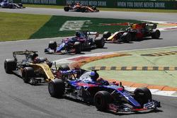 Daniil Kvyat, Scuderia Scuderia Toro Rosso STR12, Nico Hulkenberg, Renault Sport F1 Team Team RS17