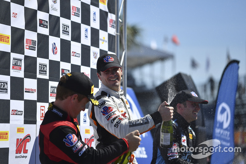 Podium: ganador, Alvaro Parente, K-Pax Racing, segundo, Patrick Long, Wright Motorsports, tercero, Michael Cooper, Cadillac Racing