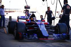 Карлос Сайнс-мл., Scuderia Toro Rosso STR12 и его отец Карлос Сайнс