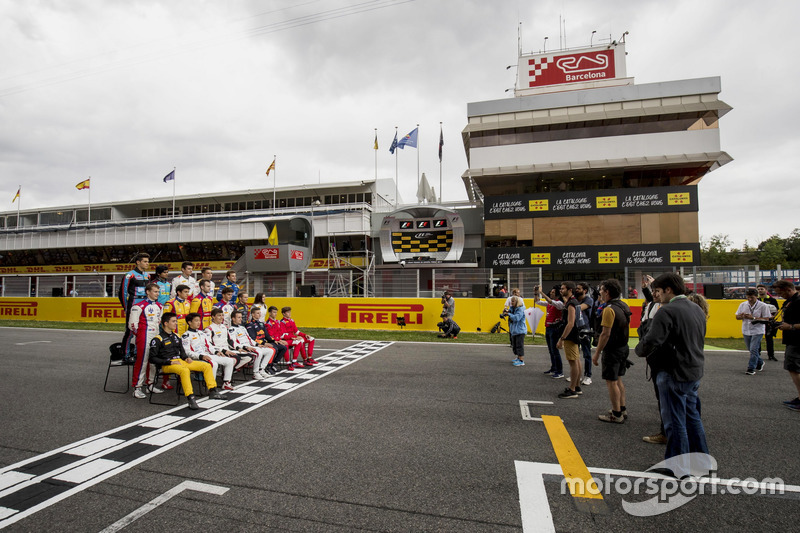 GP3 class photo with members of the media on the grid