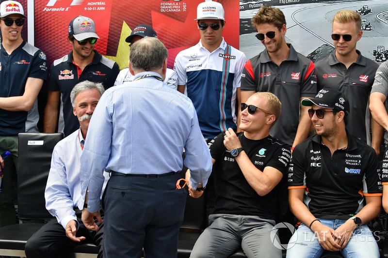 Президент FIA Жан Тодт и гонщики