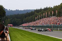 Lewis Hamilton, Mercedes AMG F1 W08, Sebastian Vettel, Ferrari SF70H, Valtteri Bottas, Mercedes AMG F1 W08, Kimi Raikkonen, Ferrari SF70H, Max Verstappen, Red Bull Racing RB13, Daniel Ricciardo, Red Bull Racing RB13, the rest of the field on the formation