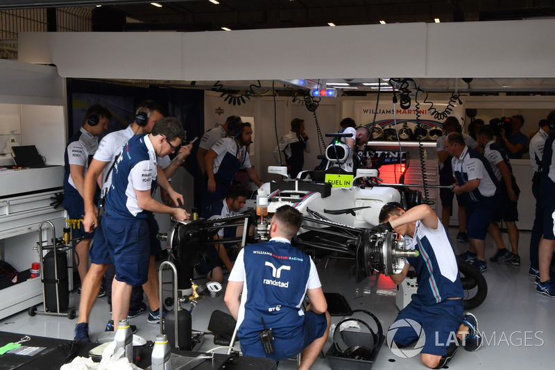Mechanics work on the car of Felipe Massa, Williams FW40 in the garage