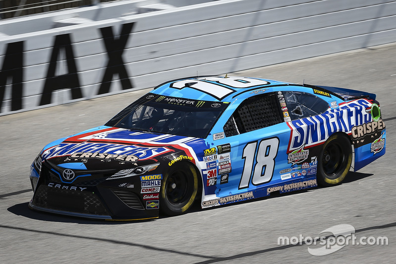Kyle busch joe gibbs racing toyota at atlanta for Atlanta motor speedway lights 2017