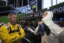 David Coulthard talks with Gil De Ferran