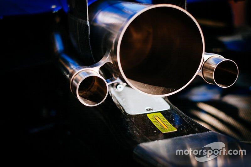 Mercedes AMG F1 W10, detalhe do escape