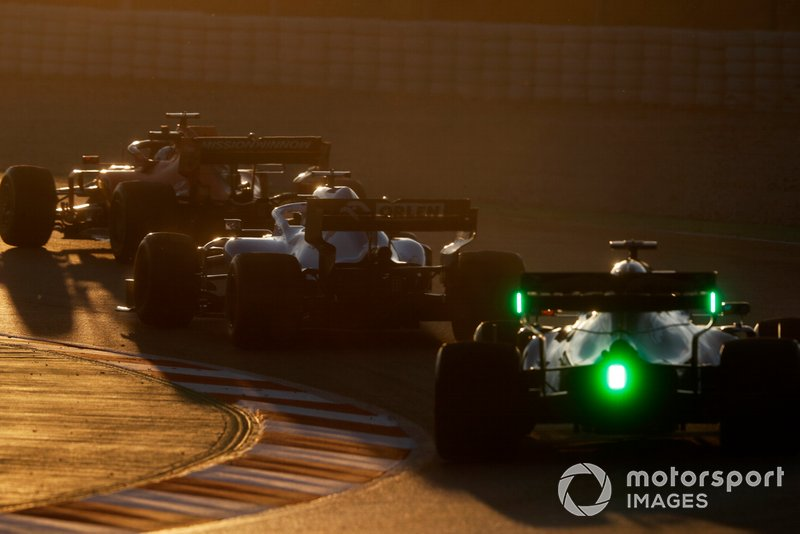 Александр Элбон, Scuderia Toro Rosso STR14, Джордж Расселл, Williams FW42, и Себастьян Феттель, Ferrari SF90
