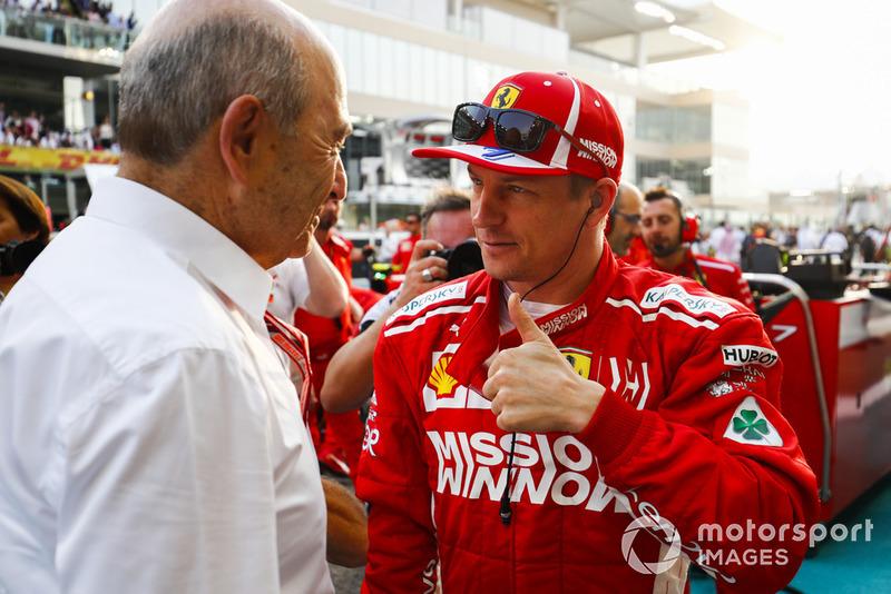 Peter Sauber, presidente del equipo, Sauber, habla con Kimi Raikkonen, Ferrari