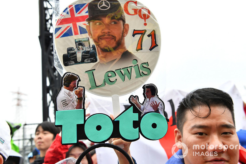 Lewis Hamilton, Mercedes AMG F1 e Toto Wolff, Direttore del Motorsport, Mercedes AMG F1