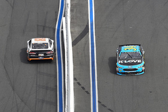 David Ragan, Front Row Motorsports, Ford Fusion MDS Transport, Michael McDowell, Front Row Motorsports, Ford Fusion K-LOVE RADIO