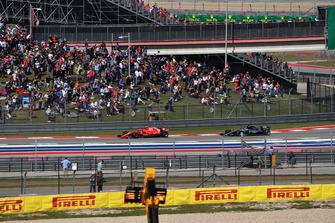 Kimi Raikkonen, Ferrari SF71H and Lewis Hamilton, Mercedes-AMG F1 W09