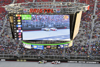 Kyle Busch, Joe Gibbs Racing, Toyota Camry M&M's White Chocolate and Ryan Blaney, Team Penske, Ford Fusion REV
