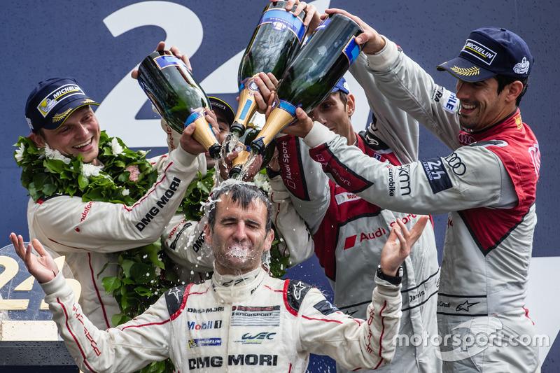 LMP1 podio: clase y los ganadores de la general #2 Porsche Team Porsche 919 Hybrid: Romain Dumas