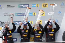 Podio: terzo posto #88 Haribo Racing Team-AMG, Mercedes-AMG GT3: Uwe Alzen, Lance David Arnold; Maxi