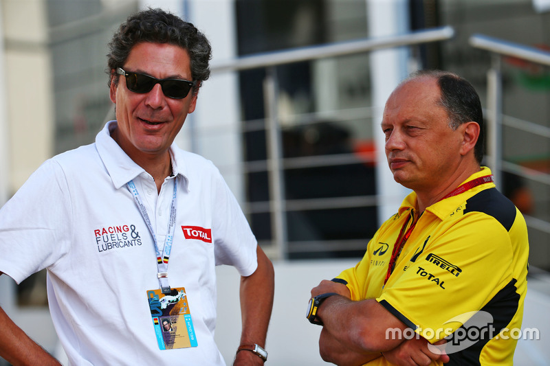 (Da sx a dx): Pierre-Gautier Caloni, Vice Presidente  Sponsoring & Motorsport Division Total con Frederic Vasseur, Racing Director Renault Sport F1 Team
