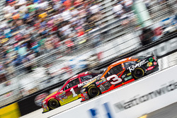 Austin Dillon, Richard Childress Racing Chevrolet, Jamie McMurray, Chip Ganassi Racing Chevrolet