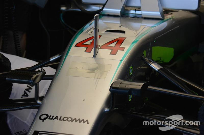 Beschädígte und geklebte Nase des Mercedes AMG F1 W07 Hybrid von Lewis Hamilton