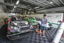 Absolute Racing Bentley Continental GT3 garage atmosphere