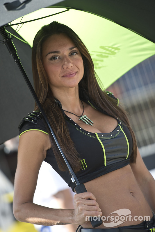 Une Grid Girl Monster