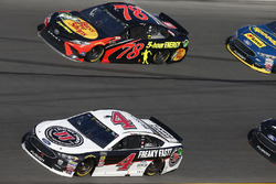 Kevin Harvick, Stewart-Haas Racing Ford Fusion Martin Truex Jr., Furniture Row Racing Toyota