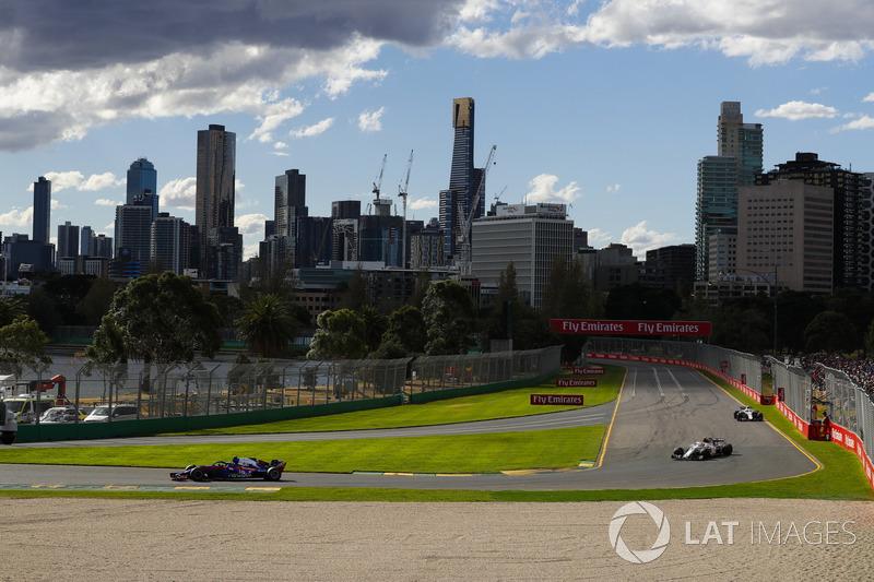 Pierre Gasly, Toro Rosso STR13 Honda, Charles Leclerc, Sauber C37 Ferrari, y Sergey Sirotkin, Williams FW41 Mercedes