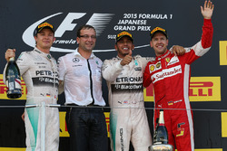 Nico Rosberg, Mercedes AMG F1, le vainqueur Lewis Hamilton, Mercedes AMG F1 et Sebastian Vettel, Ferrari sur le podium