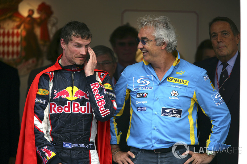 Podium: derde David Coulthard, Red Bull Racing, Flavio Briatore, Renault F1 Managing Director