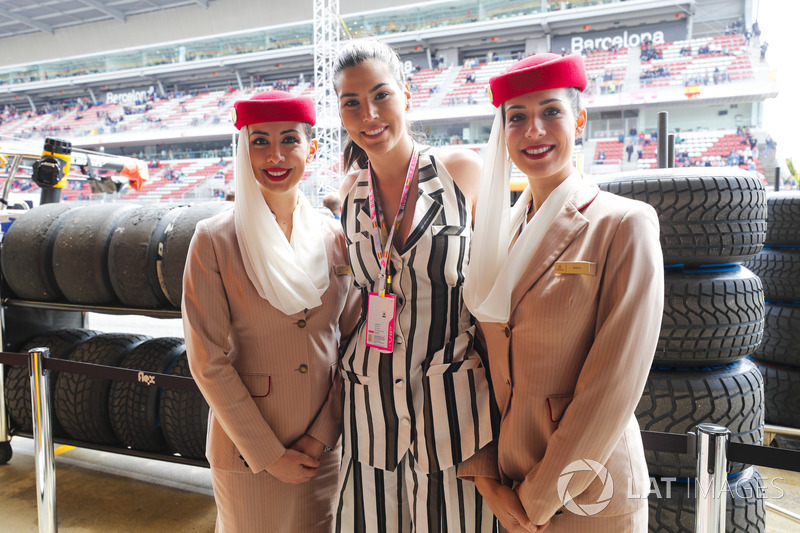 Emirates flight attendants pose with Miss Universe