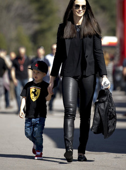 Minttu Virtanen, moglie di Kimi Raikkonen, Ferrari con il figlio Robin Raikkonen